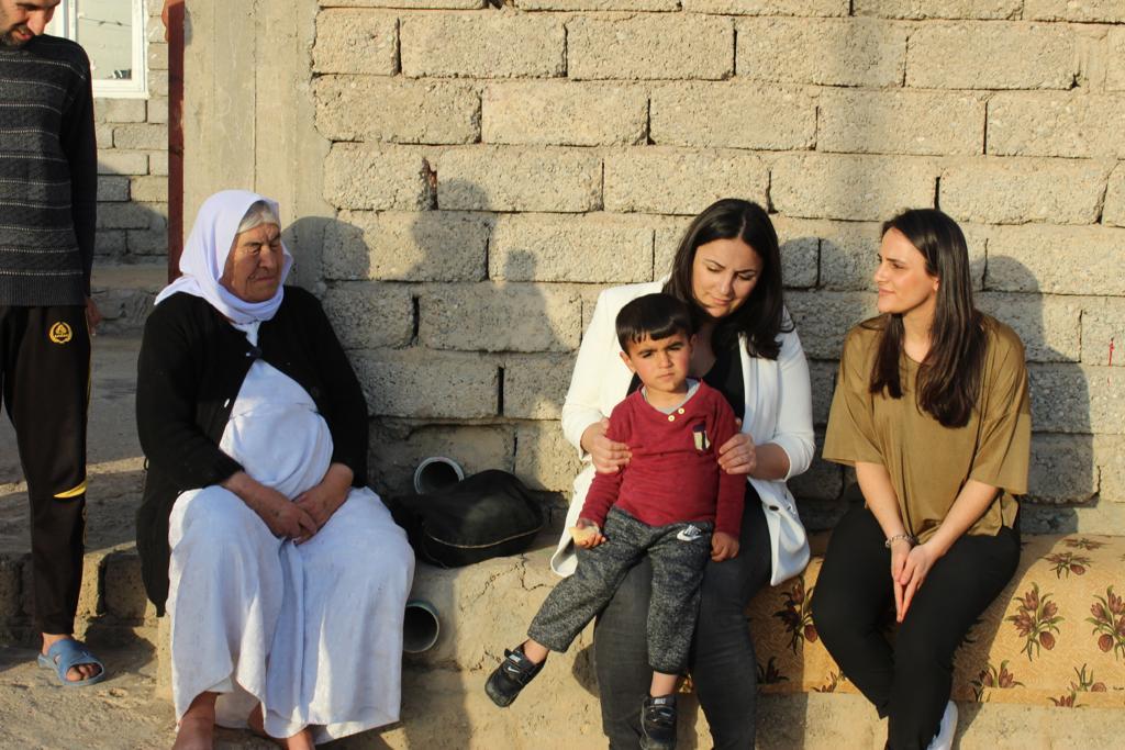 Háwar.help-Gründerinnen Düzen und Tezcan Tekkal für humanitäre Soforthilfe im Irak.