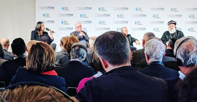 muenchener-sicherheitskonferenz-duezen-tekkal-podium